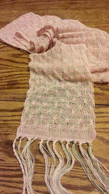 Deflected warp scarf Weavers Idea Book, deflecter