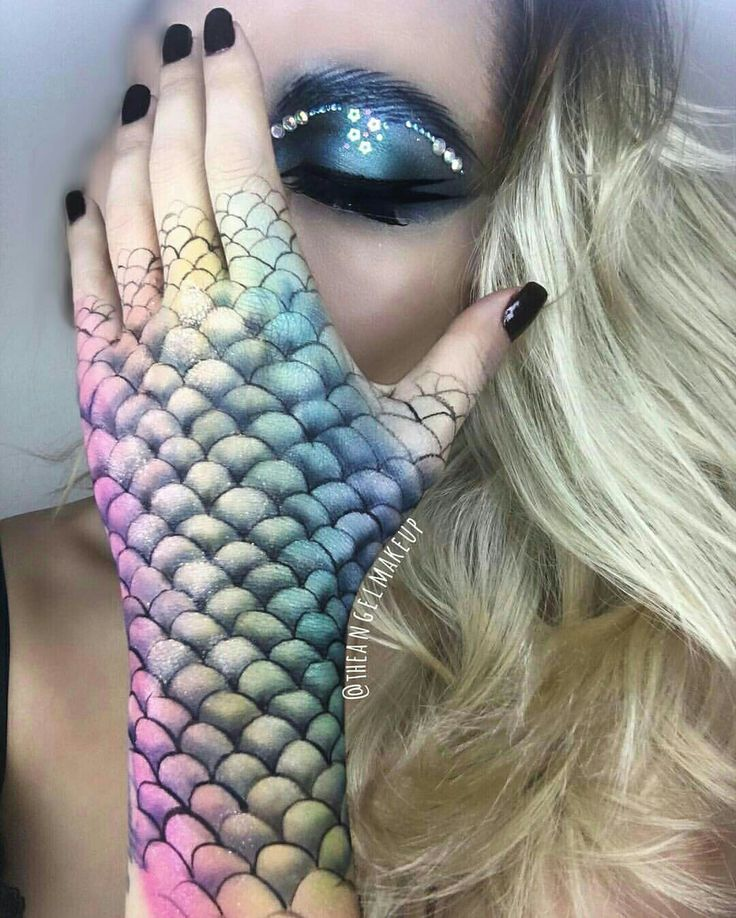 Love her hand and arm. I want to do a mermaid whose turning human for this Halloween.