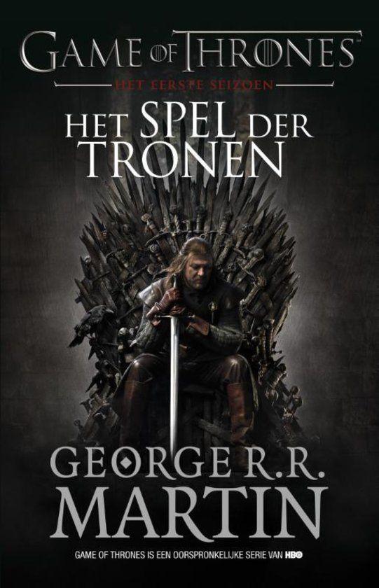 In het eerste boek van de epische serie Game of Thrones staan de families Stark en Lannister lijnrecht tegenover elkaar. De strijd om de IJzeren Troon barst los. Ver voorbij de machtige ijsmuur die de noordgrens van het koninkrijk sinds mensenheugenis beschermt, roert zich een lang vergeten vijand. Maar ieders blik is naar het zuiden gericht, naar het hof waar de machtige Lannisters sterke spelers zijn.