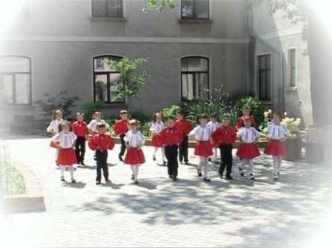 Dans popular stilizat - Hop-şa-şa - G.P.N. Nr. 4 Albinuța Rădăuți - Festivalul Voinicelul 2012 - YouTube