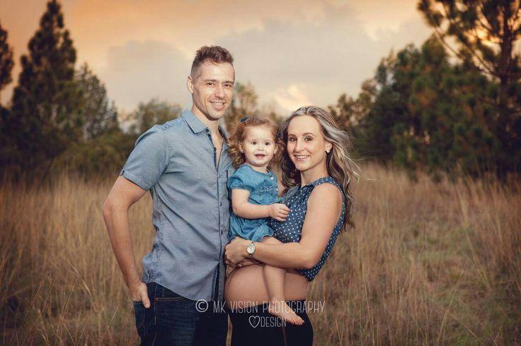 Outdoor family pregnancy shoot