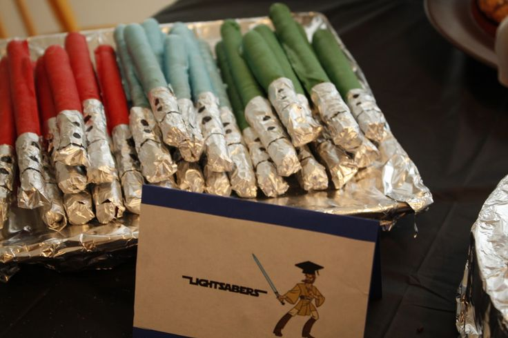 chocolate covered pretzel lightsabers: Pretzels Lightsaber, Chocolates Melted, Stars War, Star Wars, Pretzels Rods, Colors Chocolates, Chocolates Covers Pretzels, Graduation Parties, Lights Saber