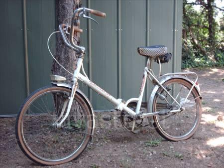 Le vélo pliant ou mini vélo, increvable, il est toujours chez mes parents 40 ans plus tard, et il a servi !!