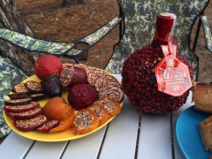 Армянский обед под Киевом. Вино из граната. Фрукты, фаршированные орехами с соком. Ореховая колбаса в пастиле. Так. Все. Телефон в сторону. У меня срочные дела))