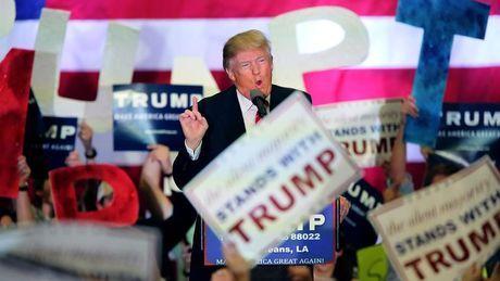 Todos dan por hecho que sonel racismo y la xenofobia los sentimientos que mueven a los partidarios de Trump en las primarias republicanasThomas Frank, autor dellibro de referencia '¿Qué pasa con Kansas?', explica que el rechazo a los acuerdos de libre comercio yel empobrecimiento de la clase trabajadora son hechos más relevantes
