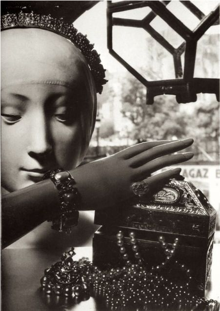 Man Ray. Mode bijoux, Paris. 1935. S)