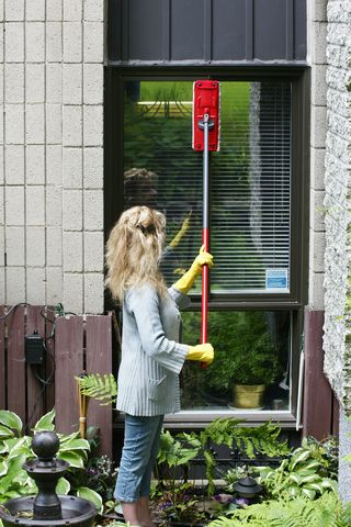 How to Clean Outside Windows without Removing Screens
