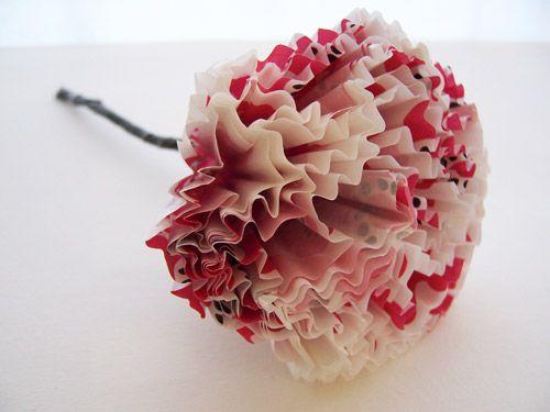 Knutselen voor je trouwfeest: Bloemen van cupcake-papiertjes