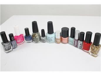 Fyndlåda! 14 st Nagellack i varierande färg, storlek, märke Simplet säljer åt dig på nätet!