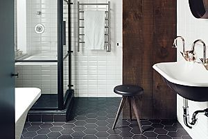 I'm freaking love those Honeycomb Floor Tiles! Black-and-White Bathroom Inspiration.