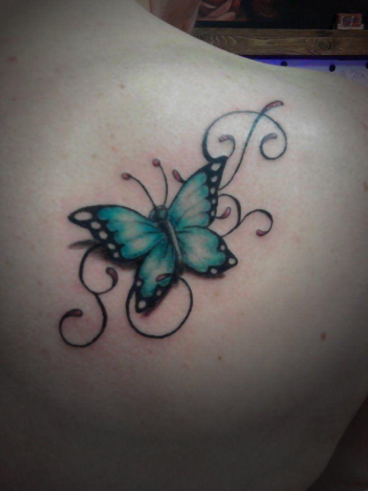 Lillybee Ink Wolvega tattoo studio ~Saskia Higler  butterfly with curls tattoo vlinder met krullen en een initiaal erin verwerkt