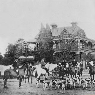 http://www.oldenglandhotel.com.au/sites/default/files/styles/header-images/public/header-images/historic.jpg
