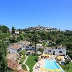 St.Paul-de-Vence. The last stop is the hotel Colombe d'Or. Here Zelda  Fitzgerald threw herself over the wall of the restaurant garden, which  you can see today, when she became jealous of Scott talking to Isadora  Duncan. Years later the writer James Baldwin, who settled in the  town, often frequented the hotel bar, which is where he met the French  actors Yves Montand and Simone Signoret.