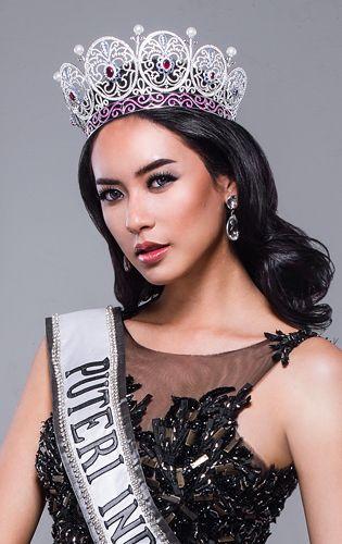 Elvira Devinamira #Indonesian #celebrities http://livestream.com/livestreamasia