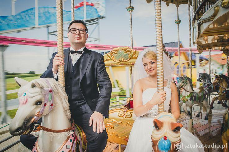 Sesja zdjęciowa na karuzeli w Energylandi w Zatorze.  / Photo session on the carousel. Fotograf Łukasz Sztuka, www.sztukastudio.pl
