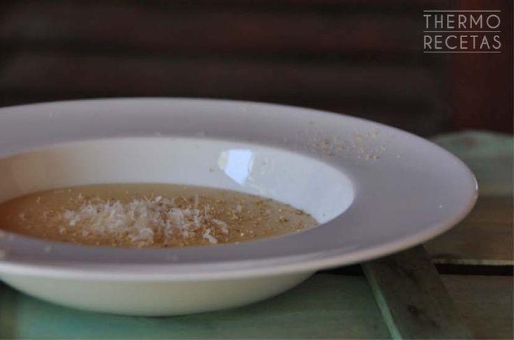 Sencilla y rápida crema de garbanzos cocidos preparada en Thermomix. Con una textura perfecta, como todas las cremas que hacemos con nuestra máquina.