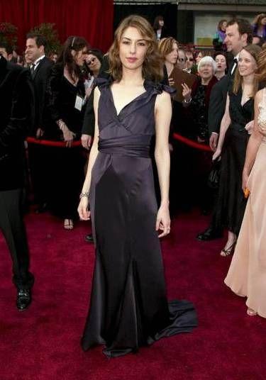 Sofia Coppola mostrou como ser elegante com um clássico pretinho. No caso, um look de Marc Jacobs feito para ela para o Oscar 2004