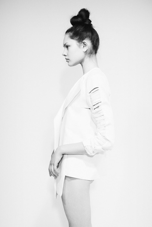 top knot itHair Beautiful, Wedding Hair, Buns, Tops Knots, Style, Black Whit Fashion, White, Hair Inspiration, Photography