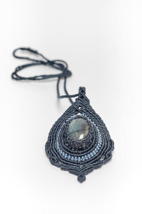 Macrame labradorite pendant macrame necklace gemstone by Amonithe
