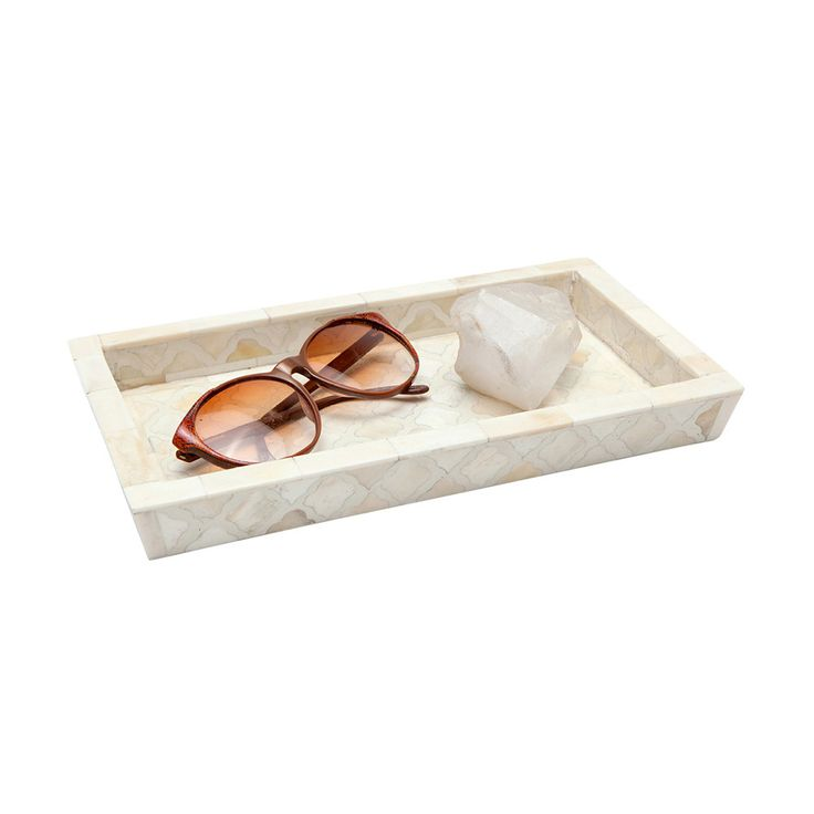 280$ Keep your trinkets safe and organised with this gorgeous Prescott tray from Amara. Adorned with a stunning and simplistic graphic pattern, this tray is perfect for placing in the bedroom, bathroom or