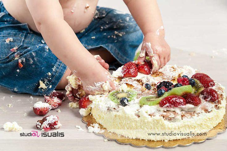 Colto con le mani in pasta! Fotografie professionali per bambini al loro primo compleanno. #fotografo #compleanno #idearegalo #torta