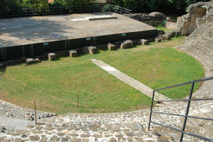 Piane di Falerone Parco archeologico del Teatro Romano I° sec A C #marcafermana #falerone #fermo #marche
