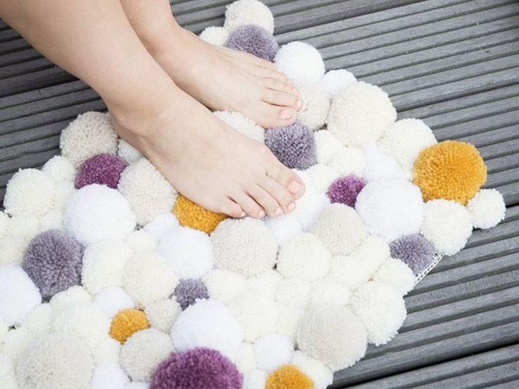 Tutoriel DIY: Faire un tapis en pompons via DaWanda.com