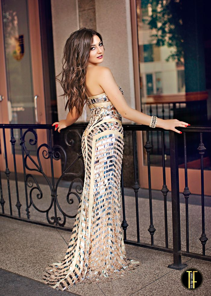 Prom dress/senior ball gown...show it off in style in metro downtown. #sherrihill fashions