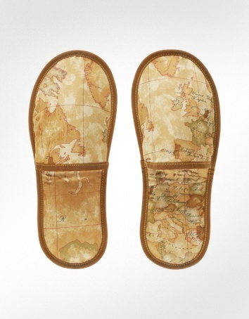 Aww snap! Matching slippers!   Alviero Martini 1A Classe 1a Prima Classe - Geo Printed Travel Slippers