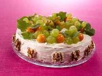 Juustovoileipäkakku on maistuva herkku tuoreen ylioppilaan juhlapöydässä! Tässä kakussa hedelmäiset ja juustoiset maut!  #cremebonjoursuomi #tuorejuusto #voileipäkakku #ylioppilas #juhla  www.cremebonjour.fi