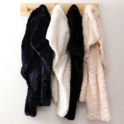 A fur stole is the perfect accompaniment to keep you warm at your winter events. Available in navy, white, black and marshmallow #fauxfur #reviewaustralia