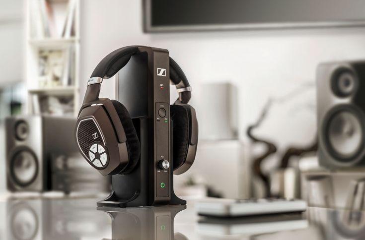 Die neueSennheiser RS-Serie besteht aus vier verschiedenen Modellen, die sich durch brillanten und kraftvollen Klang sowie eine neu entwickelte kabellose Übertragungstechnologie auszeichnen. Angef...