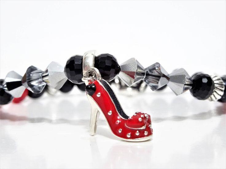 Pour une femme assumée au cœur d'enfant: Bijou d'argent sterling et soulier de Minnie Mouse http://etsy.me/2EC7ZRb