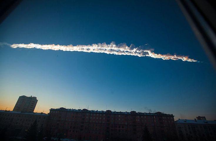 Chelyabinsk, Rusia, 15 de febrero de 2013. Cae un meteorito en los Urales. Más de 500 personas resultaron heridas por la caída de fragmentos del meteorito en Rusia. El fenómeno causó numerosos daños y el pánico entre la población de Cheliábinsk. Foto: AP.