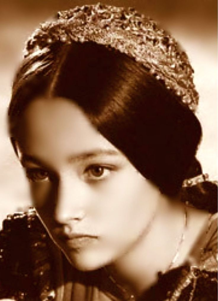 Olivia Hussey as Juliet - Romeo and Juliet 1968  model models Beautifu Girl dolls  60-e actress celebrities