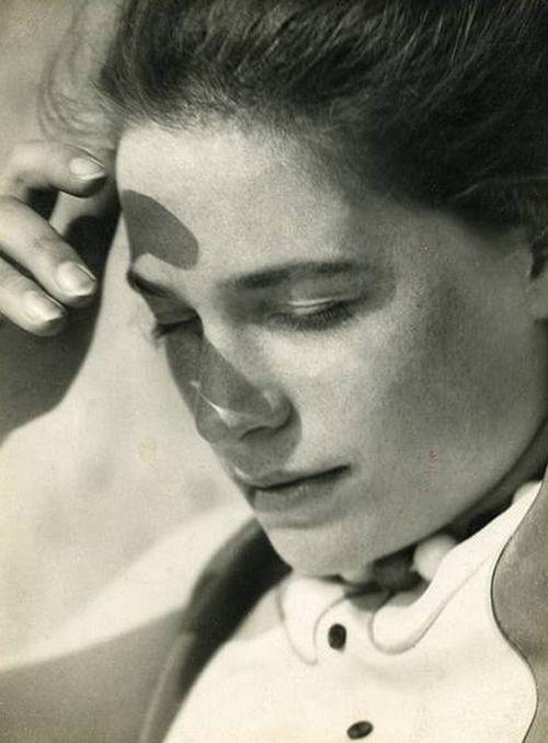 Annelise Kretschmer – Portrait au soleil, vers 1930