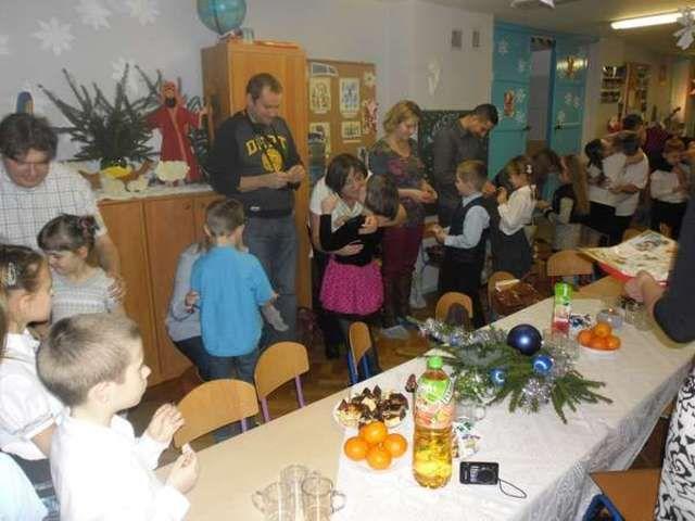 Ełk: Wigilijne warsztaty u starszaków  Święta Bożego Narodzenia to okres szczególnie radosny. Także w przedszkolu to czas radości, miłości i spełniania życzeń.   http://elk.wm.pl/184482,Wigilijne-warsztaty-u-starszakow.html#ixzz2orUEIuWv