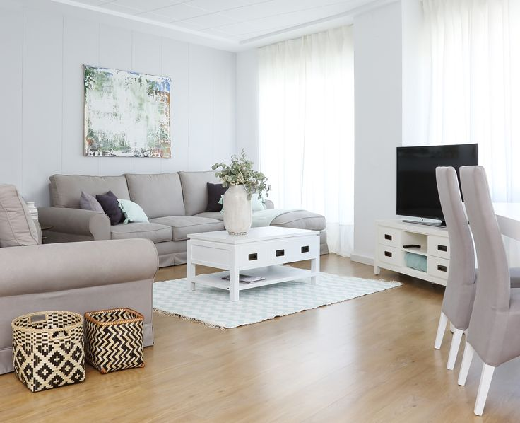 Para el salón, nos decantamos por una estancia ecléctica donde el color blanco, de la colección Kehra, fuera el protagonista.