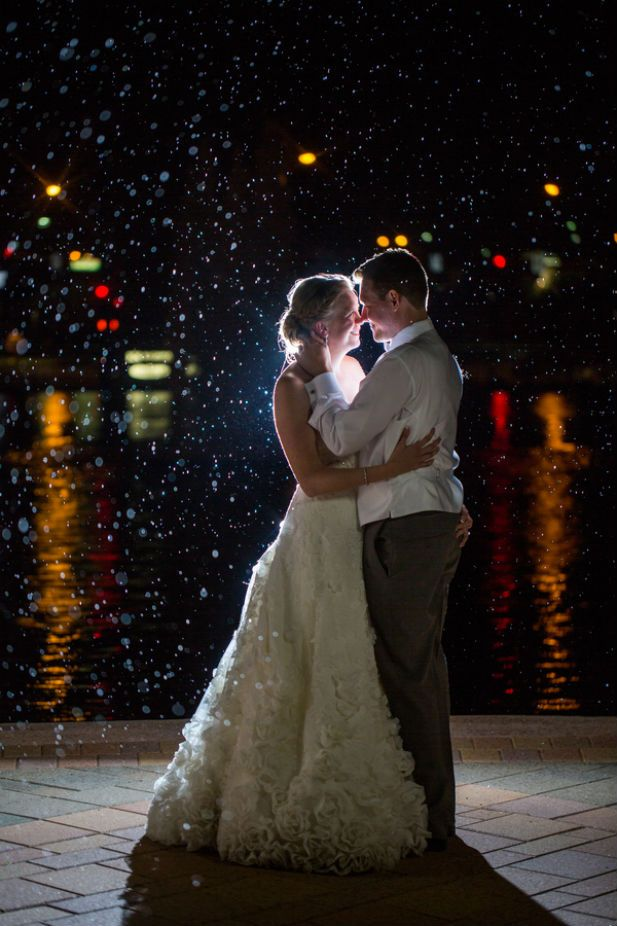 Love this romantic wedding photo in the rain snapped by Kristina Lynn Photography