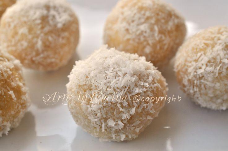 Tartufini alla vaniglia con wafer, cioccolato bianco, ricetta facile e veloce, dolcetti finger food velocissimi, idea per feste, buffet, per ospiti inattesi.