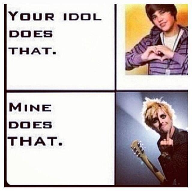 Hahaha soo true! Green Day. Billie Joe v Justin Bieber