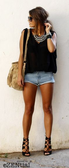Cute shorts, black top and sandals. Love the necklace.