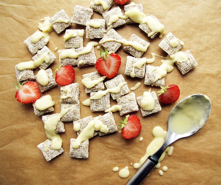 Shredded Wheat cereal covered with white chocolate frosting  #shreddedwheathopo #hopottajat  bit.ly/shreddedwheat-hopottajat