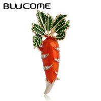 Blucome Nette Orange Karotte Brosche Emaille Grüne Blätter Gold-farbe Pins Anzug Schal Kleidung Corsage Schmuck Frauen Männer Kinder geschenke