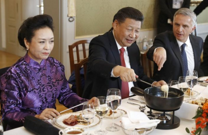 Peng Liyuan Couldn't Be More Unimpressed by This Fondue ...