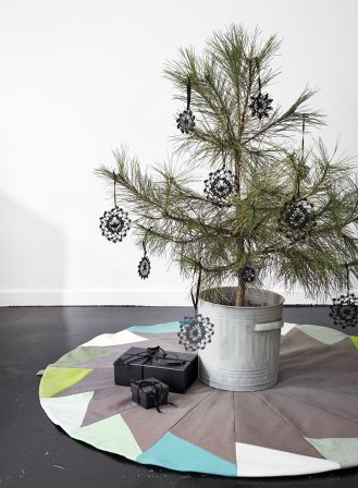 Place de Bleu Christmas Tree Mat and crocheted Christmas Decorations AW14