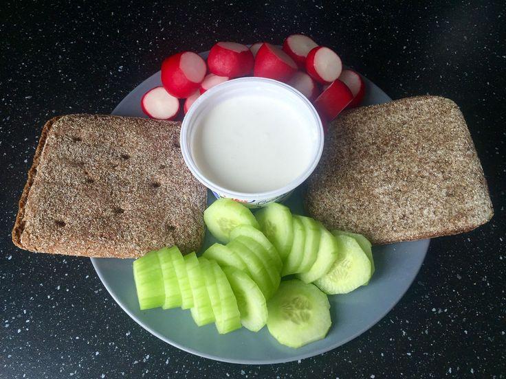 Stano dnes jedol takto. Pokojne ho napodobňujte a mali by ste tiež začať chudnúť. Dobré ráno. Prajeme vám tiež dobrú chuť k raňajkám. Moje vyzerajú takto: