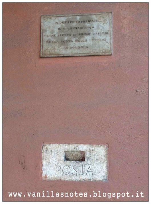 A spasso senza meta - Prima buca delle lettere a Bologna