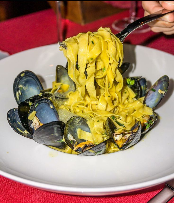 Tagliatelle with mussels,fennel foam and dill