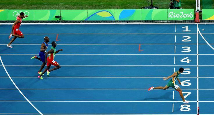 Wayde van Niekerk (RSA) set a world record in the men's 400-meter final. - Matt…